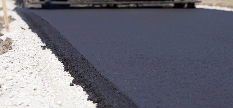 Mechaniczne układanie nawierzchni bitumicznych dróg – charakterystyka